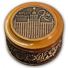 Шкатулка деревянная круглая с накладками из бересты Челябинск-ЮУрГУ 70х46
