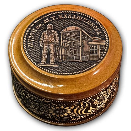 Шкатулка деревянная круглая с накладками из бересты  Ижевск-Музей им М. Т. Калашникова 70х46