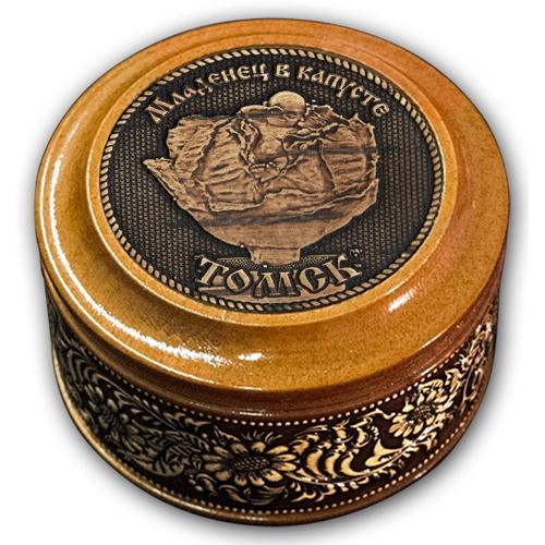 Шкатулка деревянная круглая с накладками из бересты Томск-Младенец в капусте 70х46
