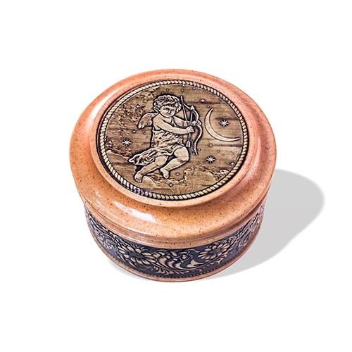 Шкатулка деревянная круглая с накладками из бересты Купидон 70х46