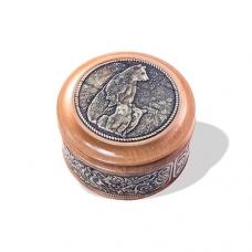 Шкатулка деревянная круглая с накладками из бересты Медведица с медвежатами 58х39