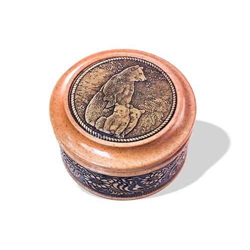 Шкатулка деревянная круглая с накладками из бересты Медведица с медвежатами 70х46
