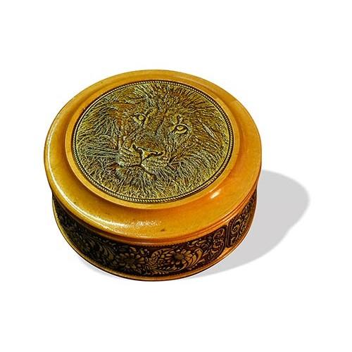 Шкатулка деревянная круглая с накладками из бересты Лев 95х48