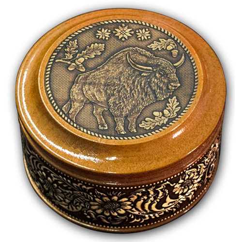 Шкатулка деревянная круглая с накладками из бересты Зубр 70х46